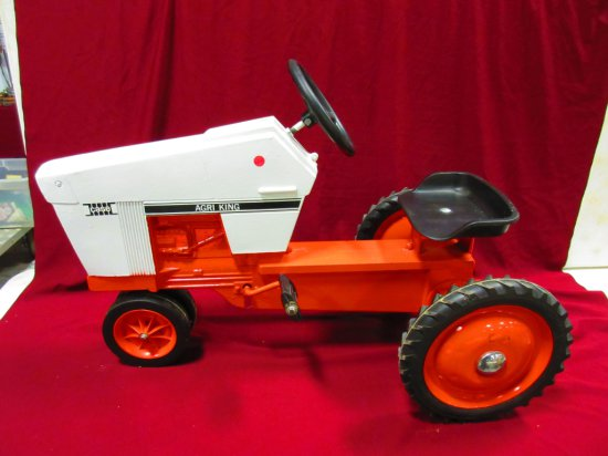 CASE AGRI KING PEDAL TRACTOR NICE PIECE GREAT CHRISTMAS PRESENT