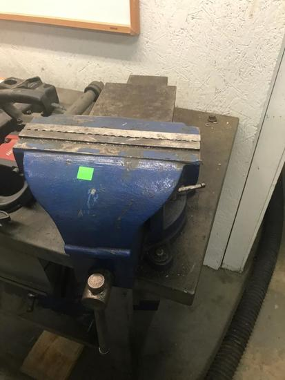Atlas Bench Vise, with 10 inch jaws, bring tools to remove from bench