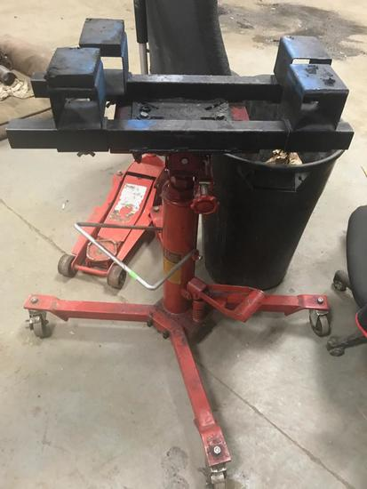 1/2 ton telescopic transmission jack with foot pump on casters