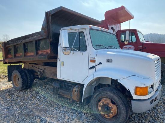 International 4700 T444E dump truck, 119,965 miles