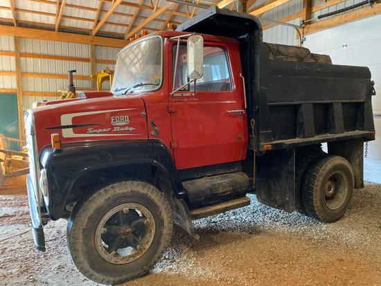 Ford 700 Super Duty dump truck, shows 32,299 miles