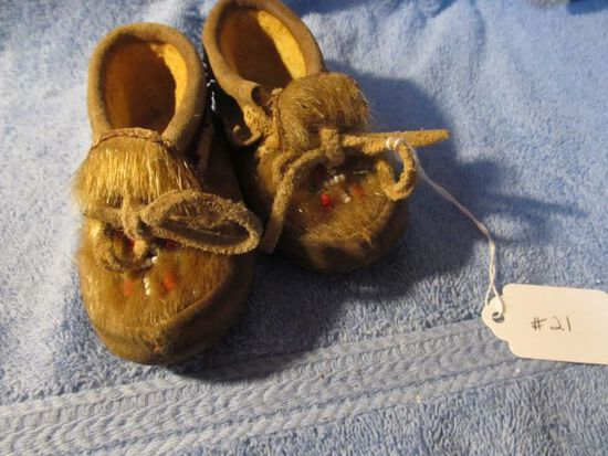 PAIR OF NATIVE AMERICAN CHILD'S MOCCASSINS