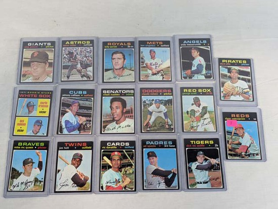 1971 Topps baseball lot of 17: With Dave Concepcion