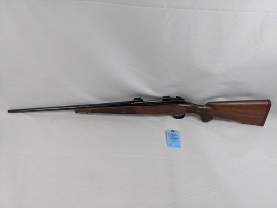 Winchester    Mod 70 XTR    Featherweight    Cal .257 Roberts    SN: 61552638    Condition: 90%