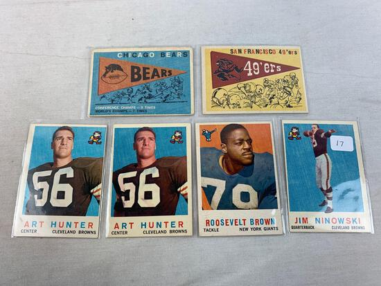 Six 1959 Topps Football Cards - Ninowski, San Fransico Team, Brown, Hunter (2), Chicago Bears Team