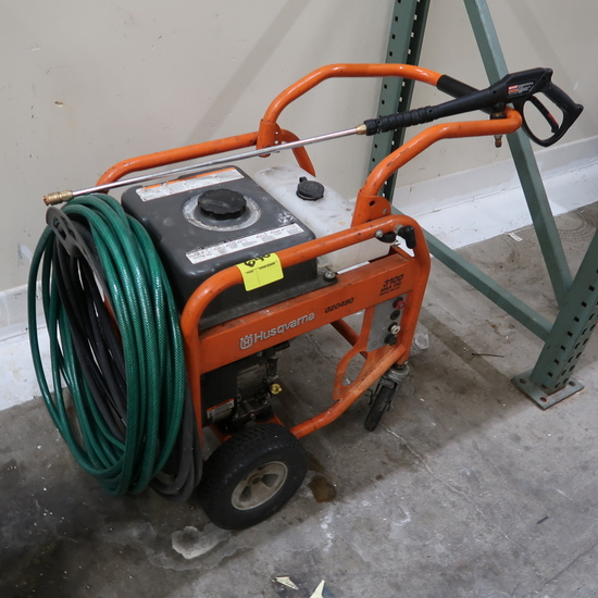 Husqvarna pressure washer w/ Briggs & Stratton engine