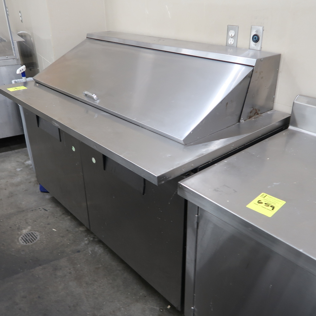 True self-contained refrigerated prep table