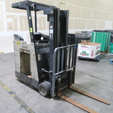 Crown stand-up forklift, missing battery