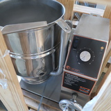 NEW 2017 Groen steam jacketed tilt kettle, w/ stand
