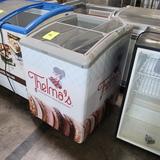 Stajac freezer merchandiser chest showcase