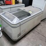 AHT freezer showcase