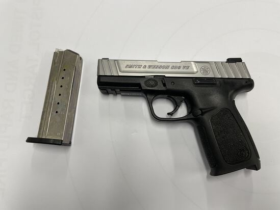 PISTOL, SMITH & WESSON, SD9 VE, 9MM, (USA) AND EMPTY MAG