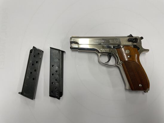 PISTOL, SMITH AND WESSON, 39-2, 9MM (USA) WITH 2 MAGAZINES