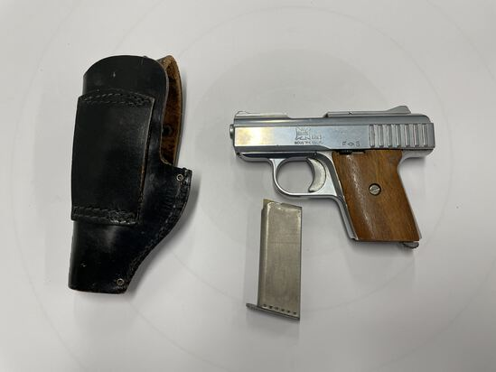 PISTOL, RAVEN ARMS P25, .25 CALIBER (USA) WITH HOLSTER AND MAGAZINE