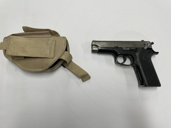 PISTOL, SMITH AND WESSON 915, 9MM (USA) WITH TAN HOLSTER AND MAGAZINE