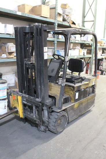 Caterpillar Electric Forklift