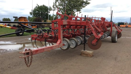 Cultivator with end wide pull