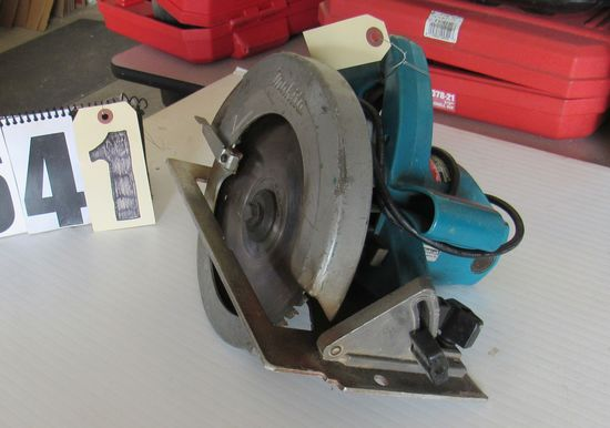 "Makita 7 14"" circular saw with carbide tipped blade good condition"