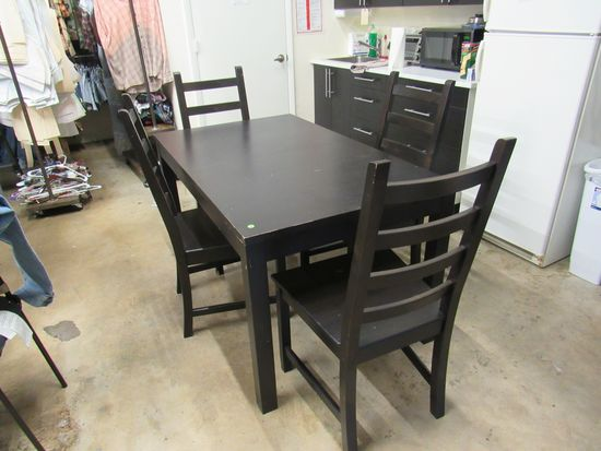 Black Dining Room Table can be expanded with leaf insert. Comes with 4 matching chairs