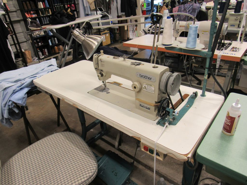 Brother Industrial sewing machine 110v single ph with needle feed plus reverse comes with thread rac
