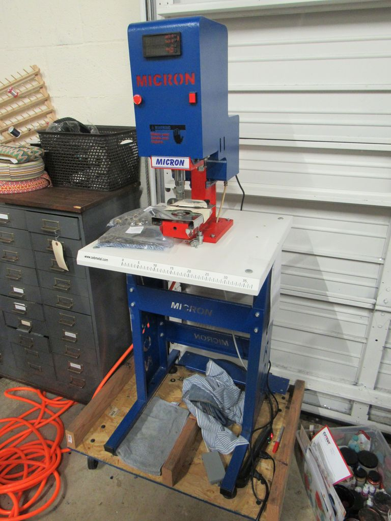 pneumatic grommet press, comes on a dolly , plujssnaps