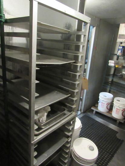 aluminum tray rack on casters