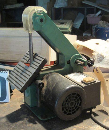 "Central Machinery  1"" x 30"" belt sander 1/3 hp (tests good)"