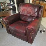 leather recliner (works great good condition)