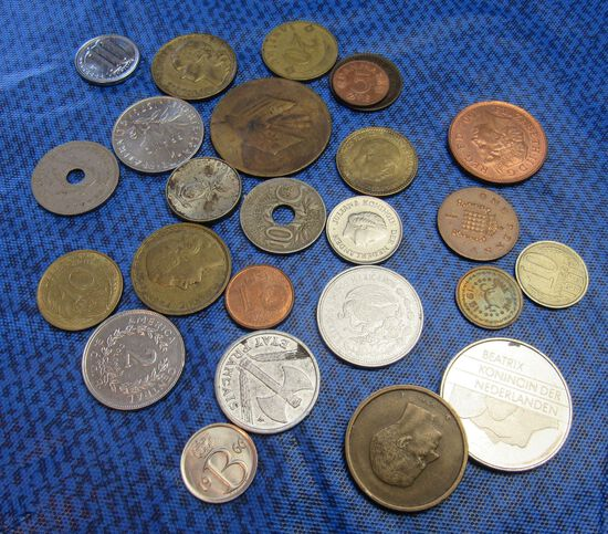 bag of 25 mixed foreign coins