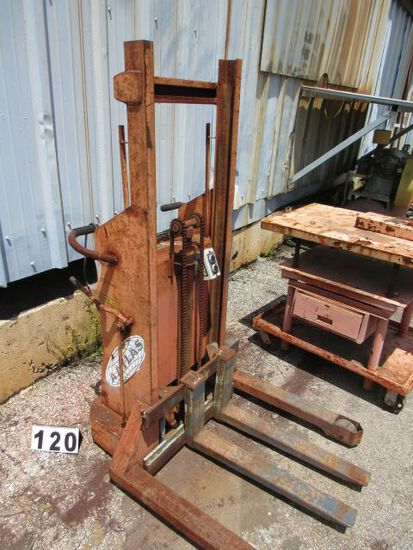Atlas electric ;hydraulic pallet lifter on casters (battery probably will have to be replaced)