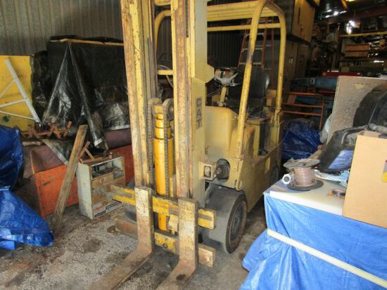 Caterpillar 8000 lb LPG forklift powered with flathead 6 cyl continental engine.