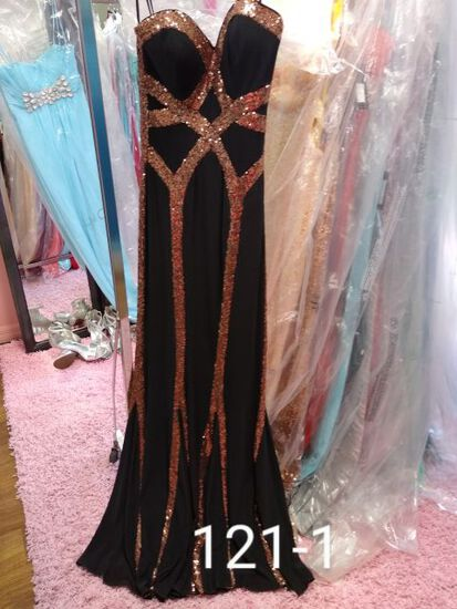 Faviana designer gowns Size 2 & 4 for prom, pageants, and other formal occasions.