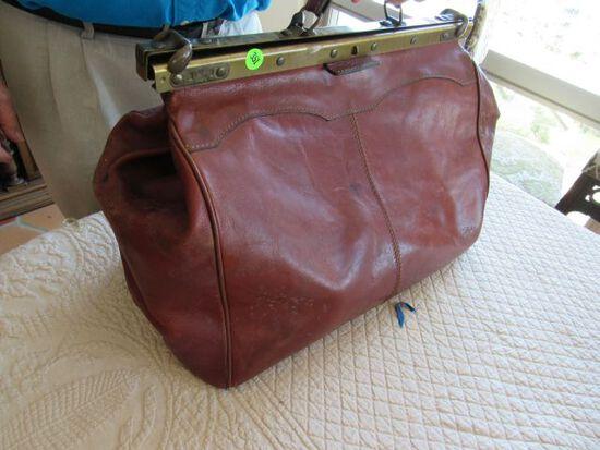 vintage brown leather travel  bag