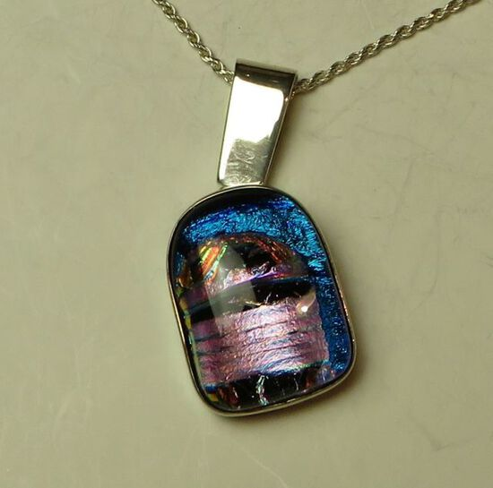 """Sterling dichroic glass w/moveable bail on 20"""" sterling chain"""