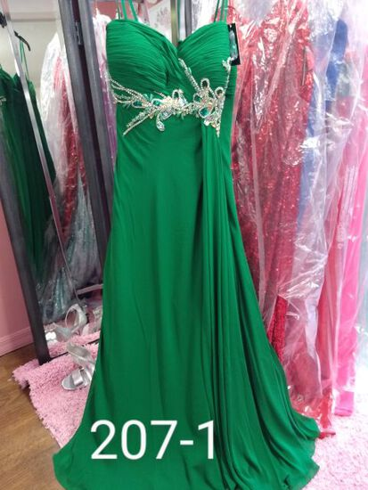 Faviana Formal Gowns plus sizes 18 to 20W  for Proms, Pageanst, & Formals Occasions.