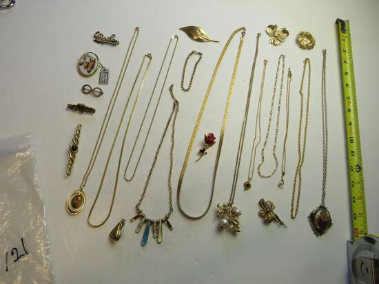 11 mixed brooches, 11 necklaces, 1 bracelet