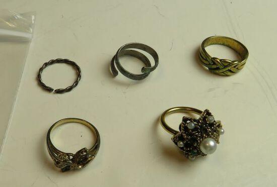 Sara Cox custom designer ring  plus 4 other costume rings