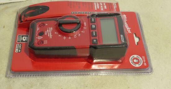 new Milwaukee digital millimeter model 2216-20 600v AC DC 40 Rohm resolution