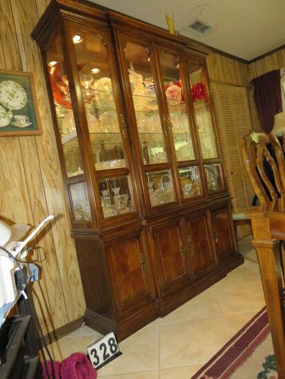 Drexel china cabinet matches the dining table very good condition