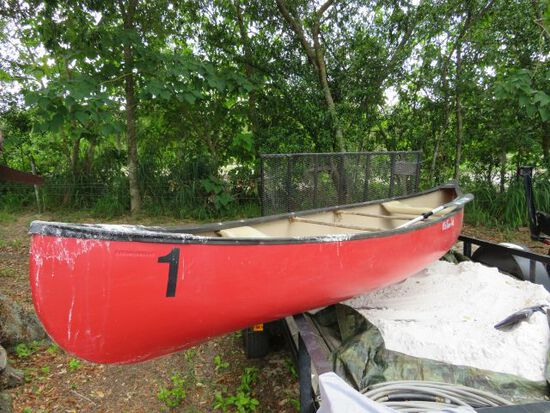 Old Town Discovery 169 fiberglass 16' canoe with paddle (appears to be in good condition)