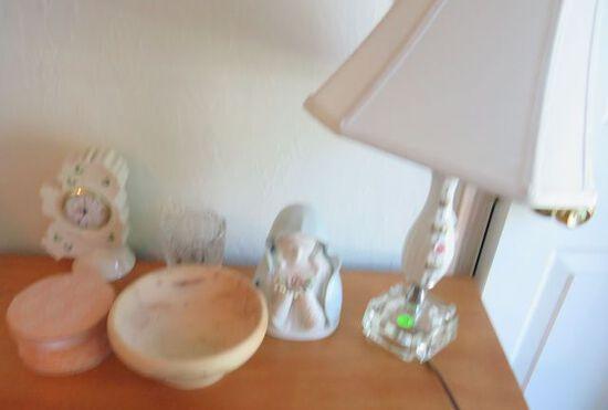 Assorted lamp clock, mixed décor, wooden bowl
