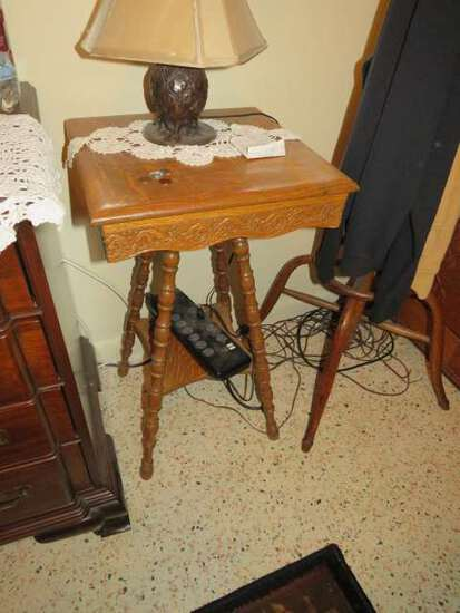 antique turned spindle leg lamp table