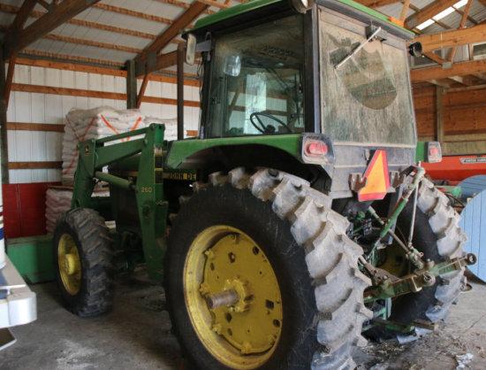 John Deere 2950 FWD w/ cab & #260 bucket/loader