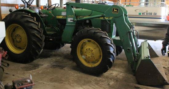 John Deere 1650 FWD tractor w/ #100 bucket/loader
