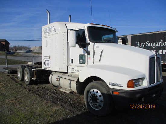 2006 KENWORTH  T600 ROAD TRACTOR WITH 72 IN. SLEEPER.