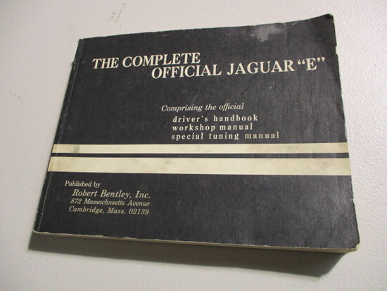 THE COMPLETE OFFICIAL JAGUAR 'E' BY ROBERT BENTLEY