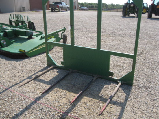 1124 QUICK ATTACH HAY FORKS