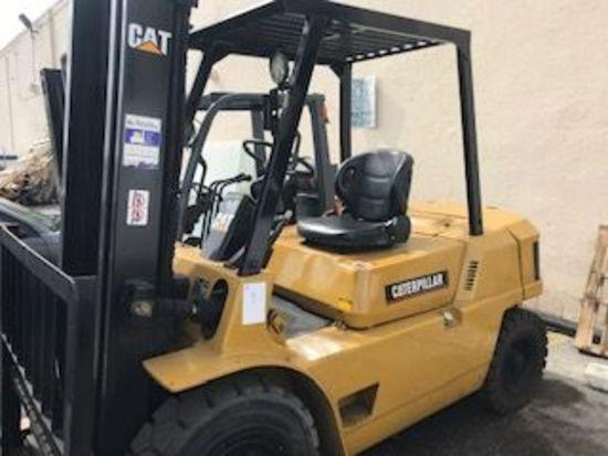 2004 Caterpillar DP-40 Forklift