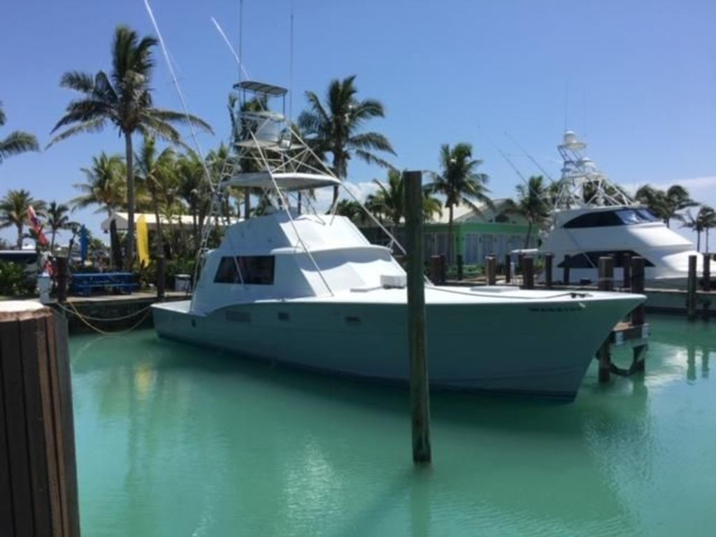 Hatteras Convertible Fishing Boat Completly Redone in 2015