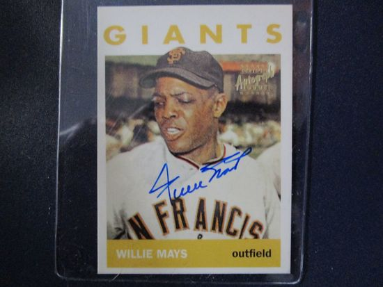 Willie Mays of the San Francisco Giants signed autographed Topps baseball card COA